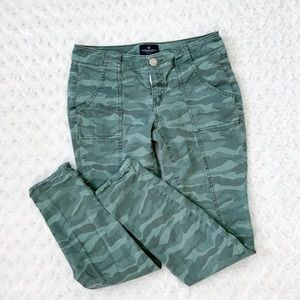 AMERICAN EAGLE super stretch camo skinnies
